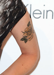 Shana walked the red carpet where she showed off her rose tattoo on her left arm.
