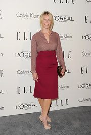 Chelsea Handler kept her accessories simple and chic, opting for nude peep-toe pumps with bow detailing.
