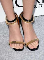 Zoey Deutch showed off her modern style with a pair of gold and black Calvin Klein sandals at the Elle Women in Hollywood celebration.