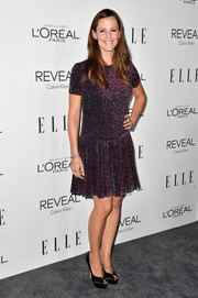 Jennifer Garner paired her vintage-chic dress with towering black peep-toe pumps.
