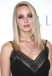 Jennifer Lawrence went heavy on the dark eyeshadow for a sexy-edgy beauty look.