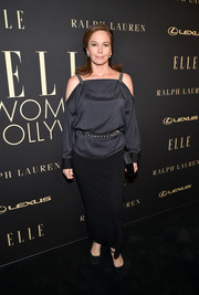 Diane Lane donned a loose black cold-shoulder blouse for the 2019 Elle Women in Hollywood celebration.