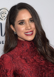 For her lips, Meghan Markle chose a red hue that perfectly coordinated with her dress.