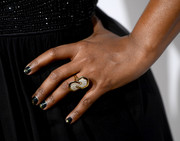 Mindy Kaling sported glittered black nail polish at the 2014 Elle Women in Television celebration.