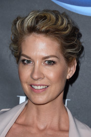 Jenna Elfman wore a cool textured updo at the Elle Women in Comedy event.