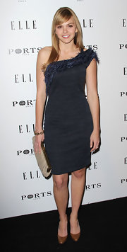 "Aimee Teegarden wore classic cognac leather pumps to the ""Elle"" Inaugural Women in Television dinner."
