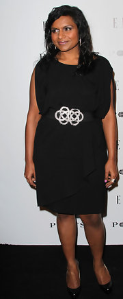 Mindy Kaling paired her black cocktail dress with classic black patent leather pumps.