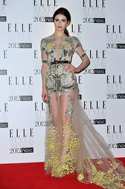 Tali Lennox looked ethereal in this intricately embroidered gown at the Elle Stye Awards.
