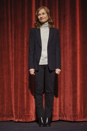 Isabelle Huppert completed her casual-smart outfit with a pair of black jeans.