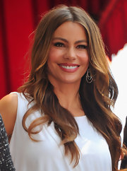 Sofia Vergara was on hand to honor her costar Ed O'Neil as he accepted his star on the Hollywood Walk of Fame. Her long, wavy tresses looked perfectly styled.