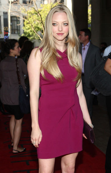 More Pics of Amanda Seyfried Metallic Clutch (1 of 10) - Amanda Seyfried Lookbook - StyleBistro