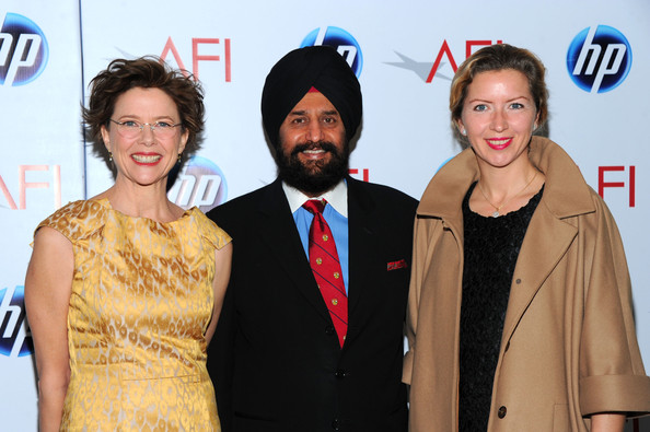 More Pics of Annette Bening Messy Cut (1 of 9) - Annette Bening Lookbook - StyleBistro [yellow,event,premiere,fashion,carpet,award,award ceremony,arrivals,satjiv s. chahil,annette bening,guest,eleventh annual afi awards,l-r,california,afi awards,global marketing,hp]