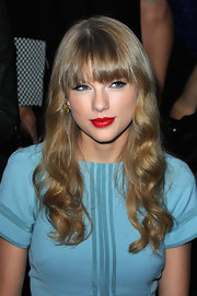 For the Elie Saab fashion show in Paris, Taylor wore her hair in crimped ringlets.