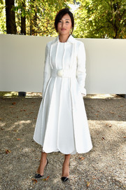 Nicole Warne looked downright darling in a white scallop-hem coat while attending the Elie Saab fashion show.
