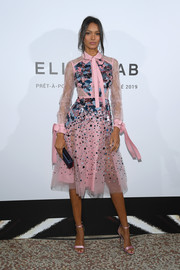 Lais Ribeiro complemented her frock with pink satin sandals.
