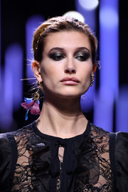 Hailey Baldwin sported a ton of metallic eyeshadow for a super-sexy beauty look on the Elie Saab runway.