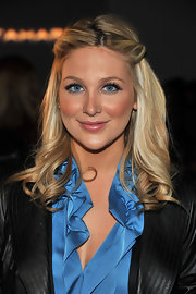 Stephanie Pratt added a nice touch to her curled tresses by pinning back her bangs.