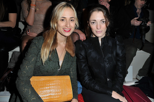 Elisabeth von Thurn und Taxis Leather Clutch [event,fashion,blond,fun,fashion design,long hair,smile,valentino,sofia sanchez,r,elisabeth von thurn und taxis,front row,paris fashion week womenswear fall,valentino ready-to-wear fall,paris,espace ephemere tuileries,show]