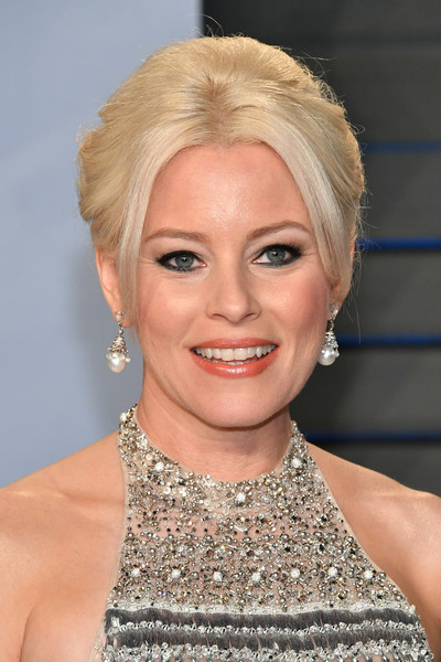 Elizabeth Banks Beehive [oscar party,vanity fair,hair,face,hairstyle,blond,eyebrow,chin,lip,head,beauty,skin,beverly hills,california,wallis annenberg center for the performing arts,radhika jones - arrivals,radhika jones,elizabeth banks]