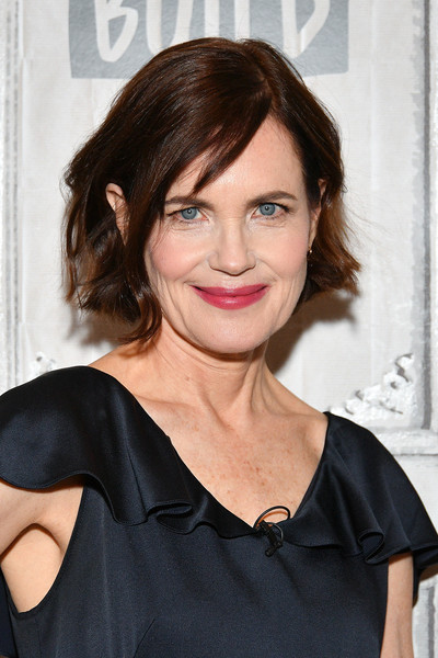 Elizabeth McGovern Short Wavy Cut [the chaperone,hair,face,hairstyle,eyebrow,chin,shoulder,lip,beauty,brown hair,long hair,celebrities,elizabeth mcgovern,new york city,build studio,build series]