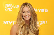 Elle MacPherson's wavy golden locks were the perfect face-framing accessory at a promotion for Invisible Zinc.