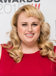 Rebel Wilson showed off perfectly sculpted, vintage-style curls at the Elle Style Awards.