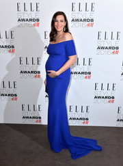 Liv Tyler oozed elegance in an electric-blue off-the-shoulder maternity gown by Stella McCartney at the Elle Style Awards.
