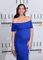 Liv Tyler went for minimalist sophistication with this silver box clutch and blue off-the-shoulder dress combo by Stella McCartney at the Elle Style Awards.