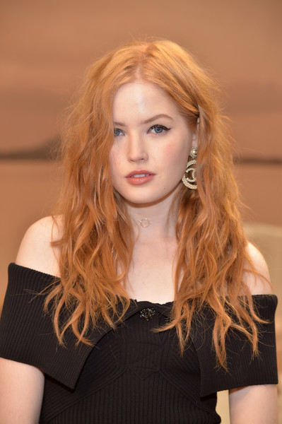Ellie Bamber Long Wavy Cut