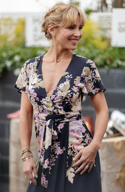 Elsa Pataky teamed layers of gold bangles with a floral wrap dress for the Gioseppo Woman new collection photocall.