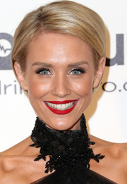 Nicky Whelan wore a neat short 'do at the 2014 Elton John AIDS Foundation Oscar-viewing party.
