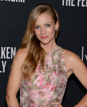 A.J. Cook looked oh-so-pretty at the Pink Party with her soft wavy 'do.