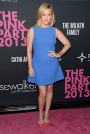Jessica Capshaw looked retro at the Pink Party in this plain blue mini dress.
