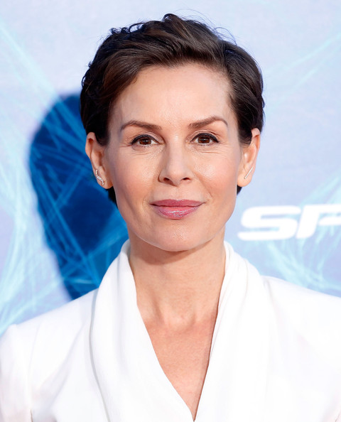 Embeth Davidtz Short Side Part [the amazing spider-man 2,hair,face,eyebrow,skin,chin,hairstyle,beauty,lip,forehead,smile,embeth davidtz,new york city,ziegfeld theater,premiere]