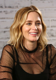 Emily Blunt sported beachy center-parted waves at the AOL Build series in London.