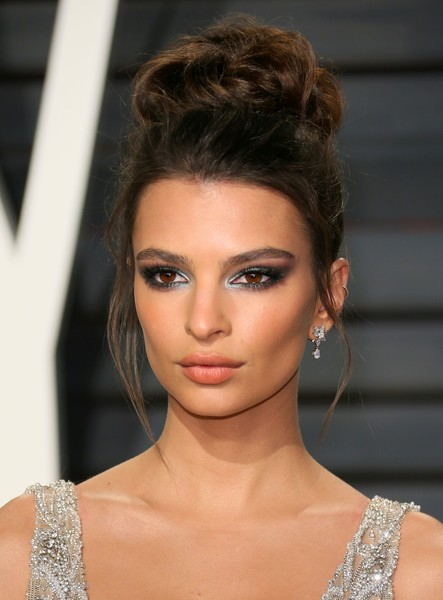 Emily Ratajkowski Dangling Diamond Earrings [hair,face,hairstyle,eyebrow,fashion model,beauty,lip,fashion,chin,shoulder,emily ratajkowski,graydon carter - arrivals,model,us,wallis annenberg center for the performing arts,vanity fair,oscar party,vanity fair party,afp,academy awards]