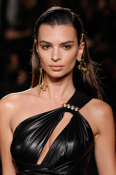 Emily Ratajkowski Gold Dangle Earrings [fashion model,hair,beauty,jewellery,eyebrow,human hair color,fashion,hairstyle,model,long hair,versace pre-fall 2019 collection,emily ratajkowski,versace fall,runway,new york city,the american stock exchange]