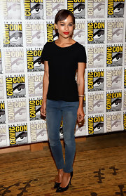Zoe stuck to a basic black tee at Comic-Con.