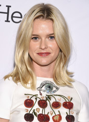 Alice Eve sported a bouncy, flippy 'do at the Stand Up to Cancer event.