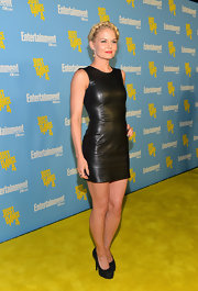 Jennifer went for a sexy look at Comic-Con in this tight leather LBD.