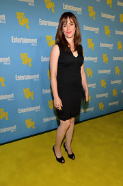 Maggie Siff attended the Comic-Con Celebration by Entertainment Weekly wearing an LBD and some peep-toe pumps.
