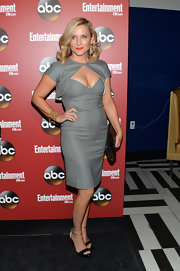 Jessica Capshaw opted for a cool retro-inspired evening look when she chose this gray frock and matching cropped capelet.