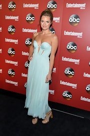 Maggie Lawson looked stunning in this free-flowing light blue strapless dress.