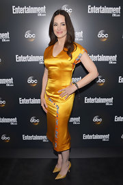 Madeleine Stowe stepped into a pair of textured leather pumps in a rich golden shade.