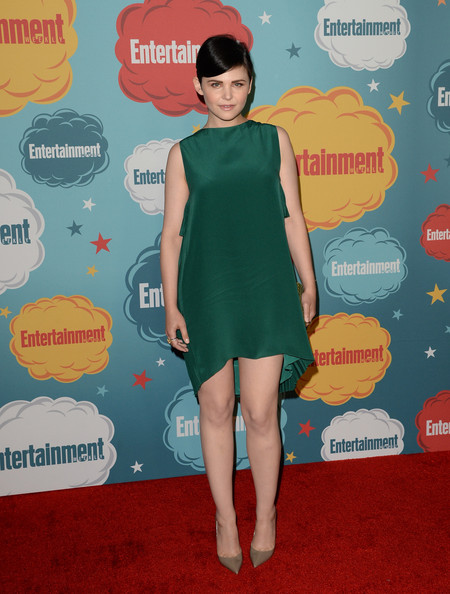 Ginnifer's jade mini dress featured pleated, tiered frills on the back of the dress for an extra touch of pizazz on the red carpet.