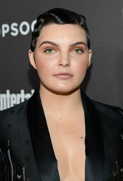 Camren Bicondova brought a vintage vibe to the Entertainment Weekly SAG nominees party with this finger wave.