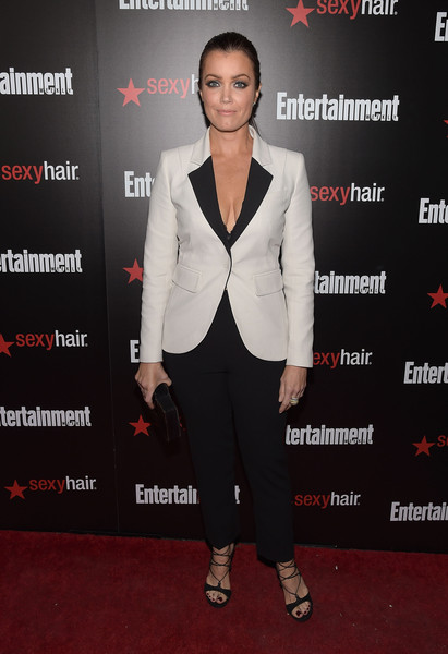 Black strappy sandals added a dose of sexiness to Bellamy Young's mannish look.