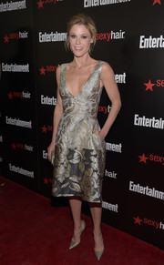 Julie Bowen looked perfectly chic and sweet at the Entertainment Weekly SAG Awards nominee celebration in a Lela Rose cocktail dress featuring gold floral embroidery on a two-tone gray background.