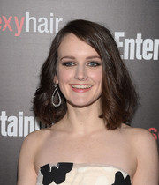 Sophie Mcshera wore her hair in a high-volume mid-length bob during the Entertainment Weekly SAG Awards nominee celebration.