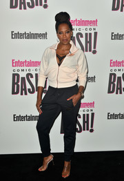 Regina King completed her casual outfit with a pair of black sweatpants.